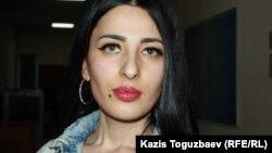 Заключенная женщина-трансгендер Виктория Беркходжаева — участник судебного процесса в качестве потерпевшей в Илийском районном суде по делу о насилии со стороны бывшего сотрудника КНБ. Поселок Отеген-батыра Алматинской области, 6 марта 2020 года.