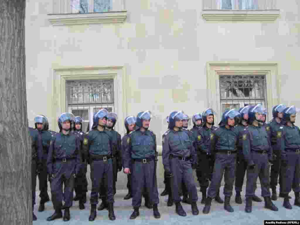 حضور نیروهای پلیس در مرکز باکو