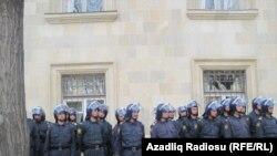 Полиция в центре Баку, 17 апреля 2011