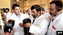 Iranian President Mahmud Ahmadinejad visits one of his country's controversial uranium enrichment facilities at Natanz, south of Iran. (file photo)