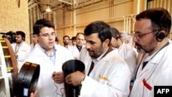 Президента Ирана живо интересует все ядерное. При посещении обогатительного производства в Натанзе