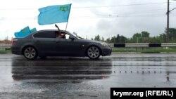Автопробег в Симферополе по случаю Дня крымско-татарского флага. 26 июня 2015 года.