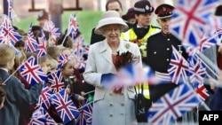 Kraljica Elizabeta II, London, 2001.