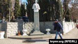 Памятник Леси Украинки в Балаклаве, 25 февраля 2019 года