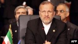 منوچهر متكى به خبرنگاران در تهران گفت كه براى تعيين محل نشست با گروه پنج به علاوه یک، رايزنى ها در جريان است.