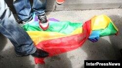 Правозащитники считают, что когда в стране не защищены фундаментальные права на личную жизнь и безопасность представителей ЛГБТ-сообщества, об однополых браках говорить не приходится