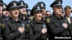 Ілюстративне фото. Запорізькі патрульні поліцейські складають присягу, 16 квітня 2016 року (©Shutterstock)
