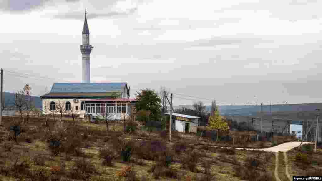 Мечеть «Булганак джамиси» на противоположном берегу реки возведена уже в наши дни