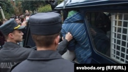 Belarus -- The militia detains gathered for participation in fight by pillows, 8sep2010