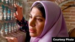 نمایی از فیلم «خانه پدری» ساخته کیانوش عیاری