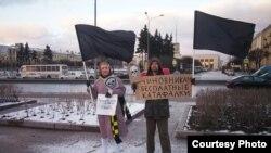 """Пикет """"Партии мертвых"""" против повышения платы за проезд. Петербург, 8 декабря 2019 года. Фото: Дарья Кабра"""