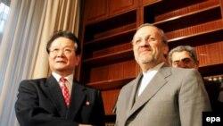 منوچهر متکی در دیدار ماه آوریل با کيم جونگ ايل سرپرست وزارت امور خارجه کره شمالی