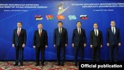 7-мартта Бишкекте ЕАЭБ өлкөлөрүнүн өкмөттөр аралык жыйынына катышкан премьер-министрлер.