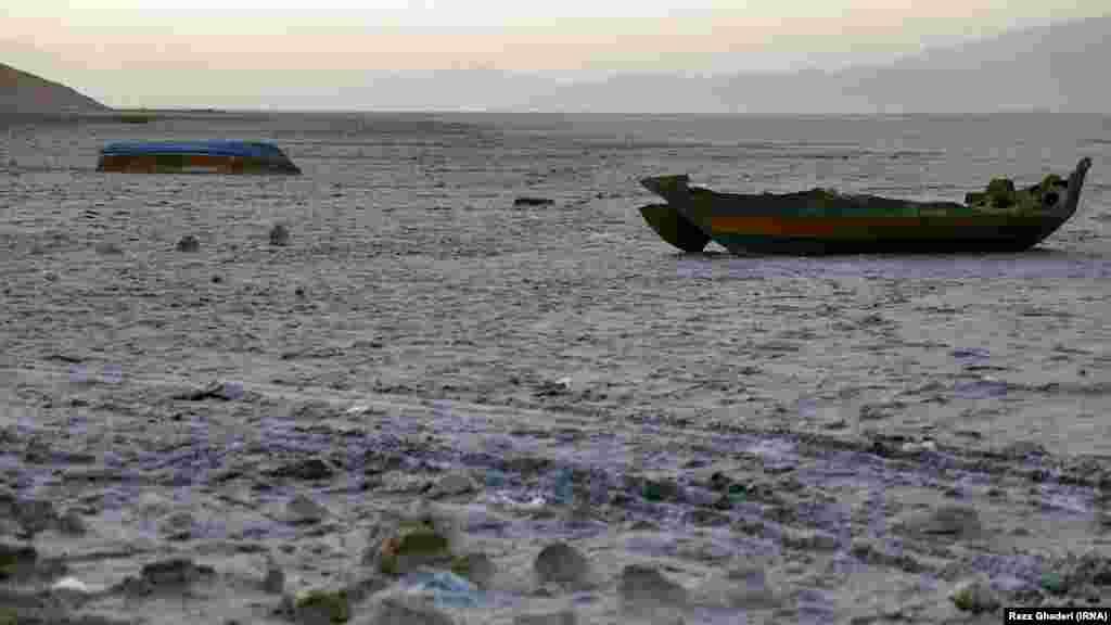 دریاچه خشک شده مهارلو در استان فارس