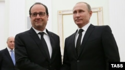 فرانسوااولاند رییس جمهور فرانسه هنگام ملاقات با ولادیمیر پوتین در مسکو