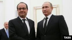 Francois Hollande (solda) və Vladimir Putin Kreml danışıqlarında
