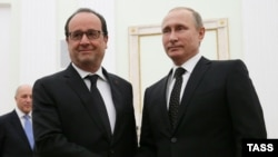 Владимир Путин (справа) и Франсуа Олланд (архив)