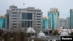 У места проведения переговоров по Сирии. Астана, 23 января 2017 года.