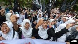 Musulman zenanlary gözellik konkursyna garşy çykyş edýärler, Indoneziýa, 2013