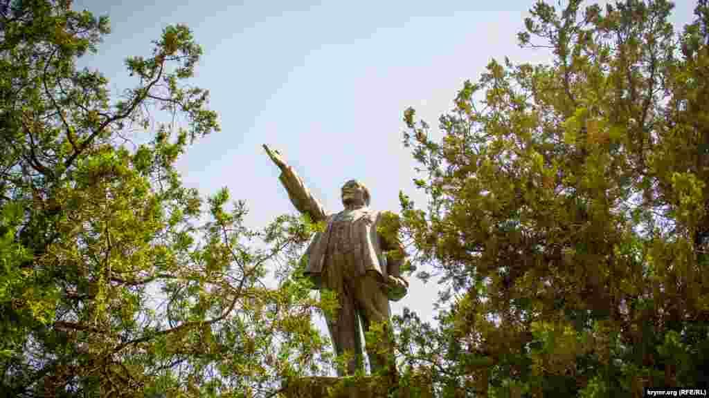 Ленин в можжевельнике