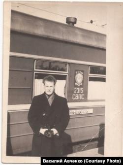 Олег Куваев. Отъезд молодого специалиста на место работы, на Чукотку. 1958