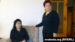 Натальля Радзіна з маці Надзеяй.
