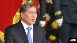 Қырғызстан президенті Алмазбек Атамбаев Бішкекте өткен инаугурация кезінде. Қырғызстан, Бішкек, 1 желтоқсан 2011 жыл.