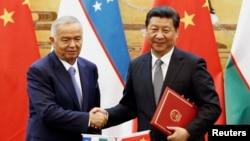 Президент Китая СиЦзиньпин и президент Узбекистана Ислам Каримов (слева). Пекин, 19 августа 2014 года.