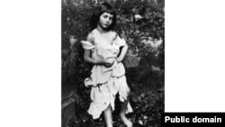 «Алиса сыйкырдуу дүйнөдө» деген китептин биринчи басылышы 1865-жылдын 4-июлунда жарык көргөн.
