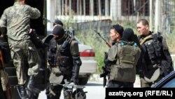 Бойцы спецназа после антитеррористической операции в Алматы. 30 июля 2012 года.