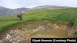 Участники экспедиции 2019 года обнаружили карстовую воронку на Караташском перевале