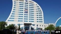 Один из отелей в Авазе по названием Гами (Корабль) достроили в 2016 году, но большую часть времени он пустует