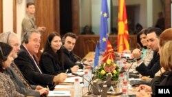 Архивска фотографија - Известувачот на Европарламентот за Македонија Ричард Ховит во македонското собрание.