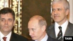 Energetski sporazum potpisan je u vreme Vlade DS-a, DSS-a i G17 plus. Potpisivanju su prisustvovali Boris Tadić, Vojislav Koštunica i Vladimir Putin