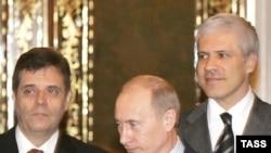 Predsjednik Rusije Vladimir Putin sa predsjednikom i premijerom Srbije Borisom Tadićem i Vojislavom Koštunicom