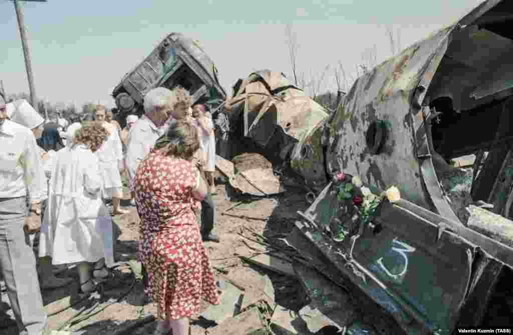 Родственники и близкие жертв приехали на место трагедии.