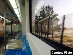 На столичном метро можно добираться в близлежащие города на расстоянии до 30 км.