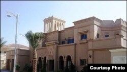 Особняк на искусственном острове Пальма Джумейра в Дубае, который зарегистрирован на подростка из Азербайджана.