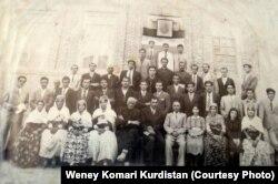 گروهی از آموزگاران و کارکنان وزارت فرهنگ «جمهوری کردستان»