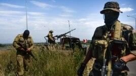 Проросійські бойовики у Луганську
