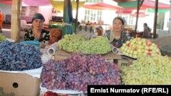 Кыргызстандын жүзүмү. Ош базары. 2012-жыл.