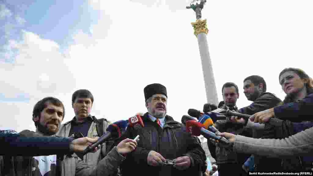 Киевтегі акцияда Межлис төрағасы Рефат Чубаров сөйледі.