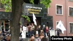 Ռուս անջատողականները Դոնեցկում գրավում են շրջանային դատախազության շենքը, 1-ը մայիսի, 2014թ.