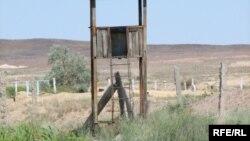 На территории бывшего военного объекта «Дарьял-У», разграбленного и горевшего в крупном пожаре. Балхаш, июнь 2009 года. Иллюстративное фото.