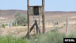 Бұрынғы «Дарьял-У» әскери нысанының тоналып, өртенген орны. Балқаш, маусым 2009 жыл. (Көрнекі сурет.)