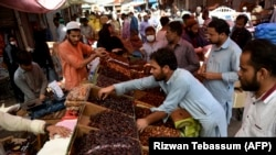 Residents buy dates at a market ahead of Ramadan during a government-imposed nationwide lockdown to stem the spread of the coronavirus, in Karachi on April 20.