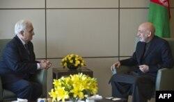 Министр иностранных дел Индии Салман Хуршил и президент Афганистана Хамид Карзай в Дели. 13 декабря 2013