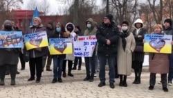 Из Киева на КПВВ: киевляне передали для крымчан украинские книги (видео)