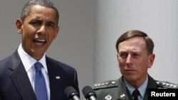 Барак Обама бо Дэвид Петреус (Акс аз бойгонӣ)