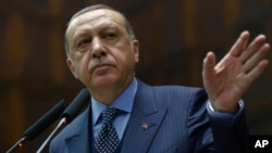 A witness in a New York trial says Turkish President Recep Tayyip Erdogan was aware of secret Iranian transactions.